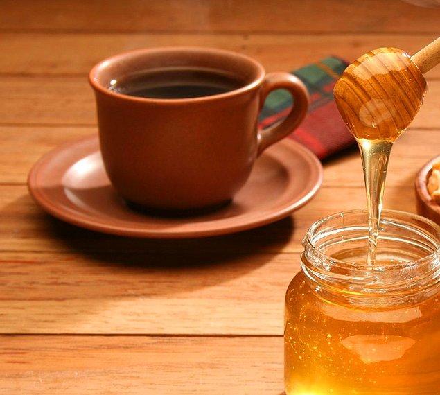 Kahve ya da çayınıza, limon ve bal eklemeyi deneyin.