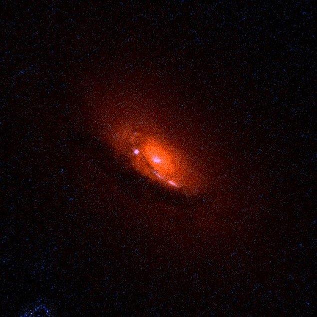 7. Astronomi atlaslarında 3C236 olarak bildirilen ve yaklaşık 10 milyar süpernova şiddetinde olan galaksi, bilinen en büyük galaksidir.