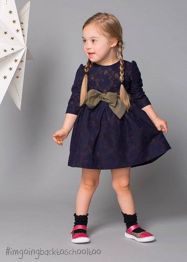 Кора рекламировала обувь марки Livie & Luca's.