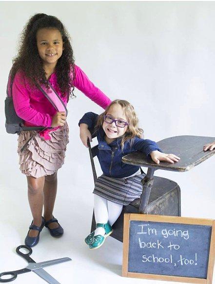 Кора с другими детьми на съемках рекламы.