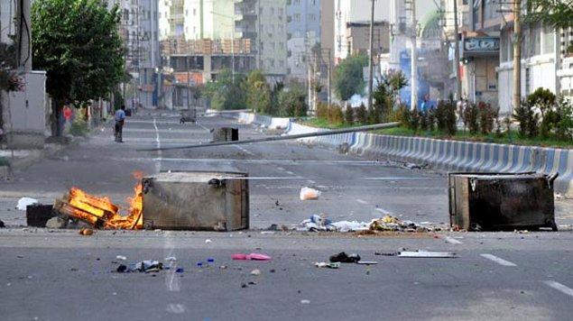 Cizre'de sokağa çıkma yasağı tam 3 gündür devam ediyor.