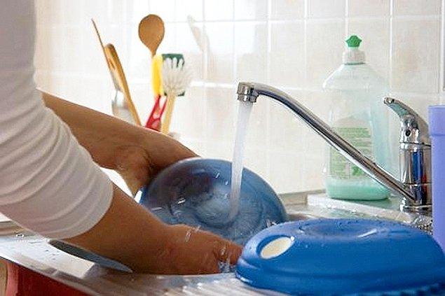 8. Birisi size yemek yaptığında, siz de mutfağı temizlemek için yardım önerisinde bulunabilirsiniz.
