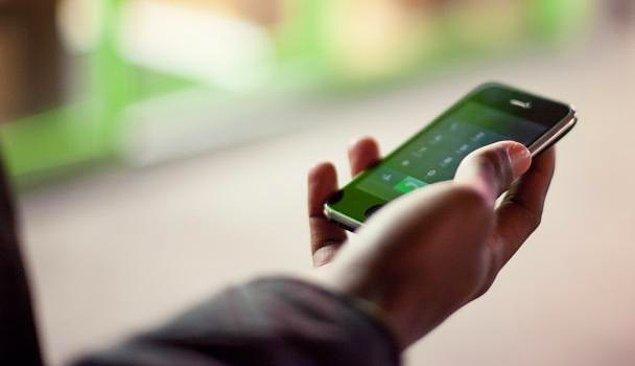 9. Telefonunuzla oyun oynarken ya da video izlerken halka açık alanlardaysanız telefonunuzun sesini kısabilir hatta en iyisi kulaklık kullanabilirsiniz.