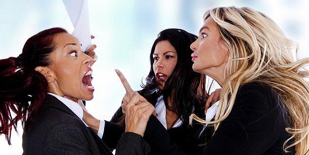 7. Halka açık alanlarda tartışmalarınızın şiddetlenmesine izin vermeyerek, başkalarını rahatsız etmeyecek şekilde tartışmanızı sürdürecek başka bir yer bulabilirsiniz.
