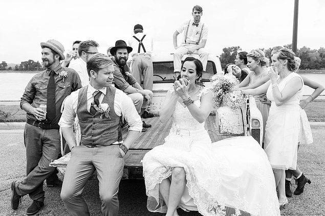 Eisenhauer yakın bir zamanda, Yankton'da gerçekleşen ufak bir düğünden bir fotoğraf paylaşmış.