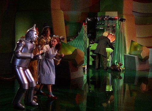 The Wizard of Oz (1939), 'Sahte' büyücünün perdenin arkasından ortaya çıkışı…