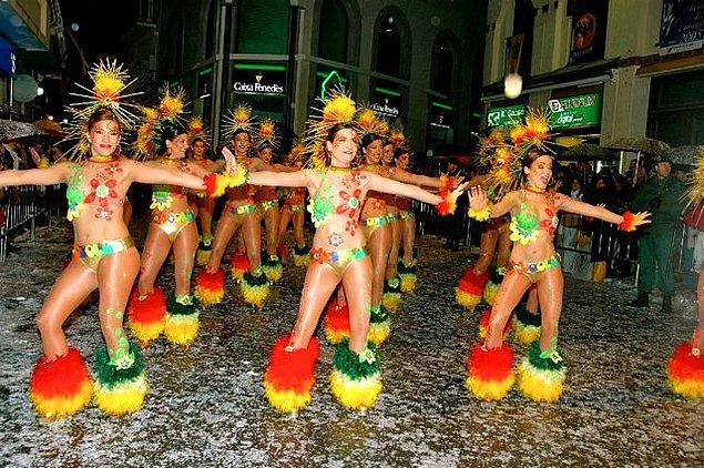 5. Karnavalların sadece Brezilya'da yapıldığını sanıyorsanız yanılıyorsunuz. Las Fallas Festivali ve Sitges Karnavalı gibi etkinliklere yalnızca birkaç saat uzaklıkta olursunuz.