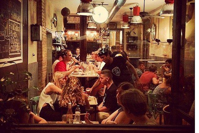 6. Restoranların gece yarılarına kadar açık olduğunu gördüğünüzde sakın şaşırmayın.