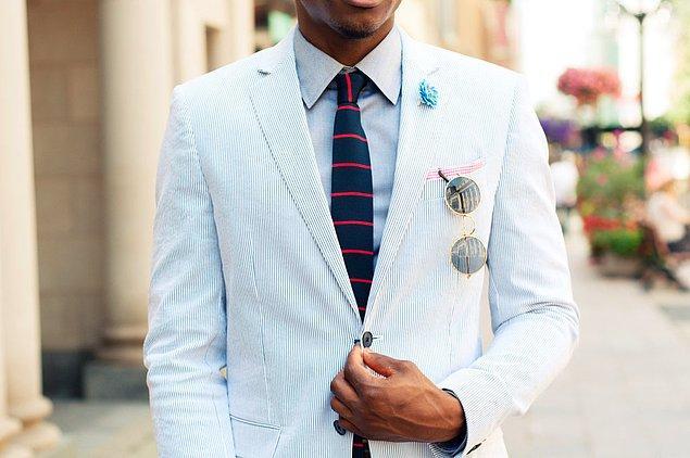 4. Kravatınız asla ceket yakasından daha geniş olmamalıdır.