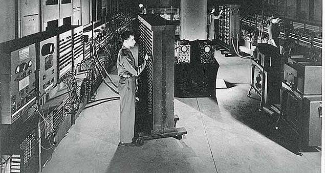 11. İlk bilgisayar 18 bin vakumlu tüpe sahip ve 30 ton ağırlığında. Bir gün bilgisayarlar 1000 vakumlu tüpe sahip ve sadece 1,5 ton ağırlığında olabilir.
