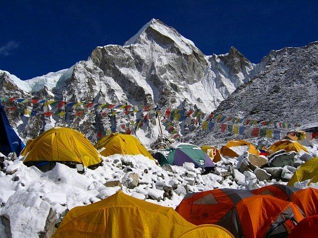 10. Everest Ana Kamp (Çin - Nepal)