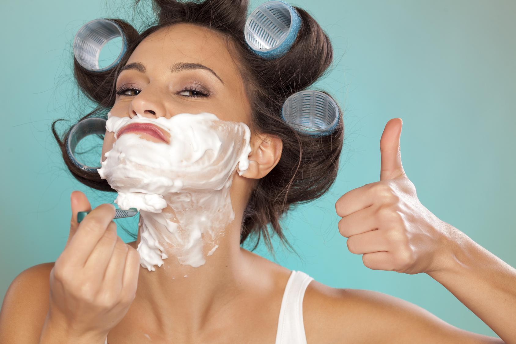 Смотреть как женщина бреется 3 фотография