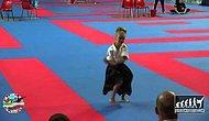 Kılıç Ustası Küçük Kızdan Ayakta Alkışlanacak Gösteri