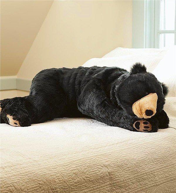 Огромная подушка-медведь специально для тех времен, когда тебе хочется кого-то потискать.