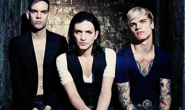 9. Placebo, Him, Rasmus ve benzeri rock gruplarının hayranı olmak.