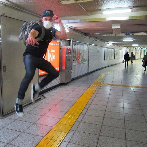Зак Эфрон исследовал Токио.