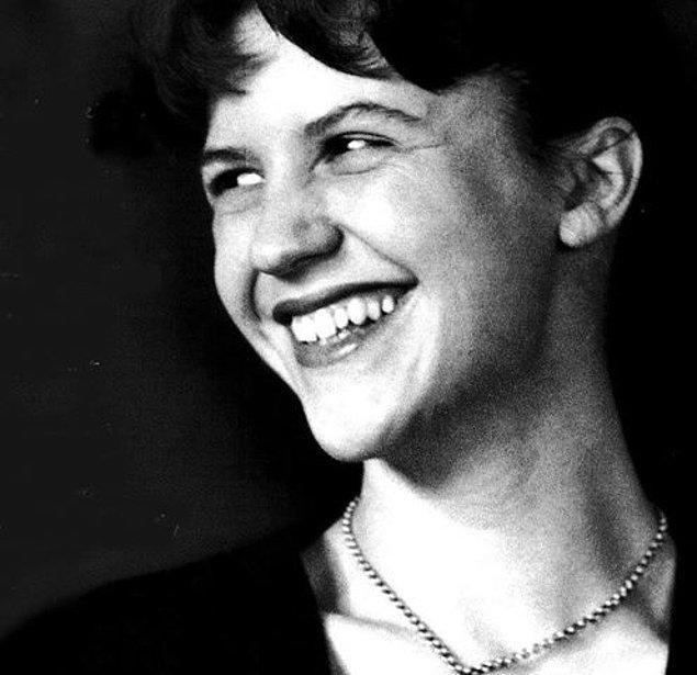 13. Gizdökümcü şiirin önemli isimlerinden: Sylvia Plath