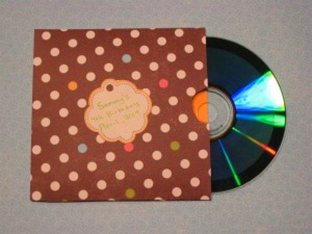 1. Sevdiğine müzik cd'si  yapıp vermek.