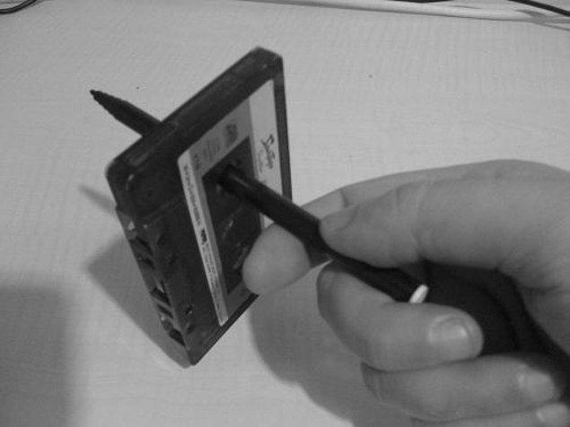 11. Bir nevi hobi olur artık kaset sarmak. Başa sarmayıp dinleyeceği şarkıya denk getirecek kadar profesyonelleşenler bile olur...