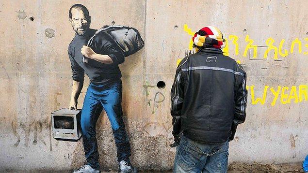 Dünyaca ünlü İngiliz sokak sanatçısı Banksy, Calais kampına Apple'ın kurucusu Steve Jobs'ı çizmişti.