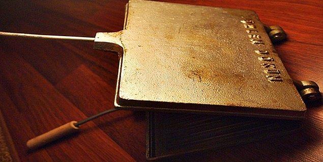 2. Demir döküm tost makinesi.