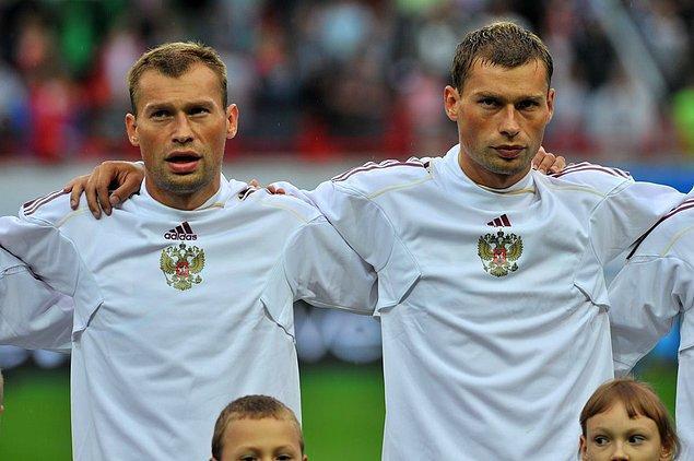 Кто из этих двоих Алексей Березуцкий?