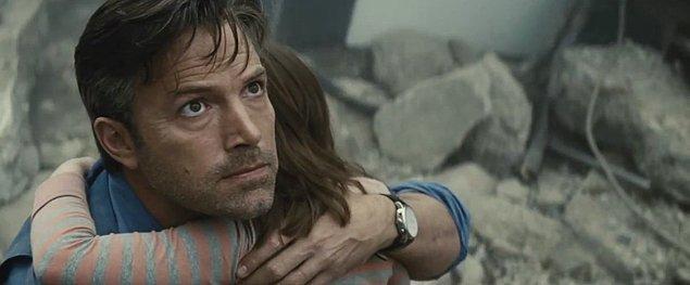 2. Ben Affleck sahneye çıkışını Batman v Superman: Adaletin Şafağı filminde Batman olarak 25 Mart'ta yapacak.