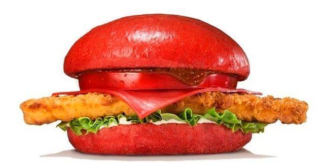 7. Ya da ''Red Samurai Chicken:'' Kırmızı ekmek, peynir ve ''gerçek samuray kanı'' karıştırılmış cayır cayır acı biber sosu... Evet biraz rahatsız edici.
