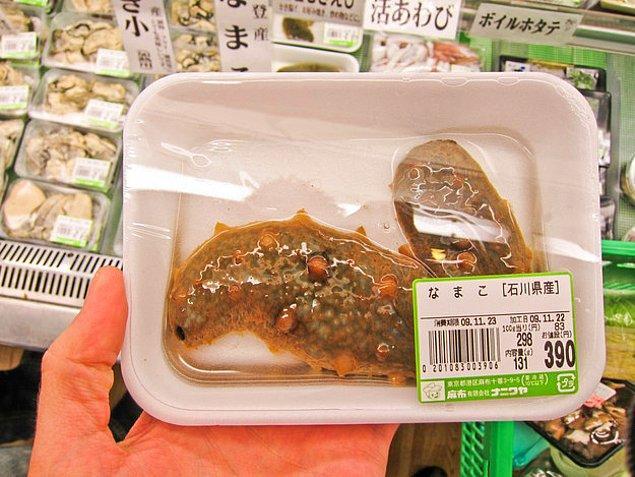 11. Deniz ürünlerinden devam etsem daha iyi olur derseniz buyrun; sümüklü böcekler. Bol etli, sulu sulu. Denizden ne çıksa yiyorduk di mi? Öyle bir şey vardı.