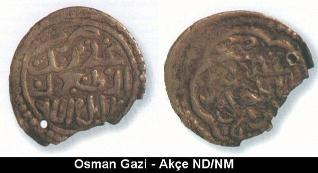 4. İlk Osmanlı gümüş parası olan akçenin 1326'da Orhan Gazi döneminde bastırıldığı kabul edilmişse de, yakın dönemde babası Osman Bey'in bastırdığı bir akçe bulunmuştur.