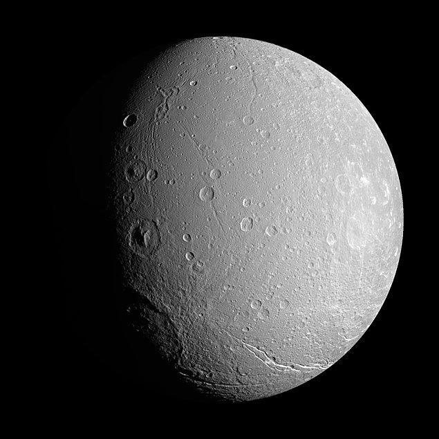 29. Satürn uydusu Dione