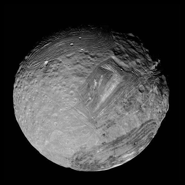 37. Uranüs'ün uydusu Miranda