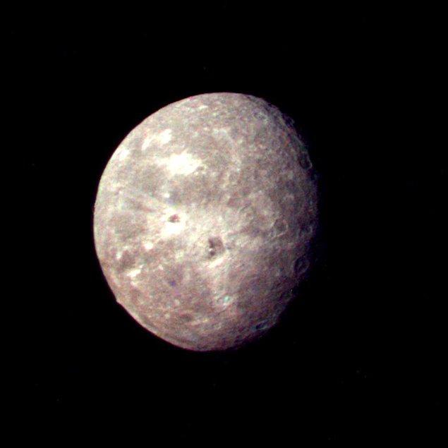 40. Uranüs'ün bir diğer uydusu Oberon
