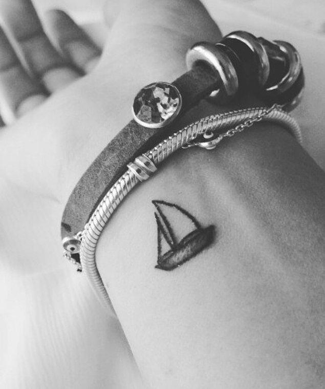 18. Minik bir yelkenli