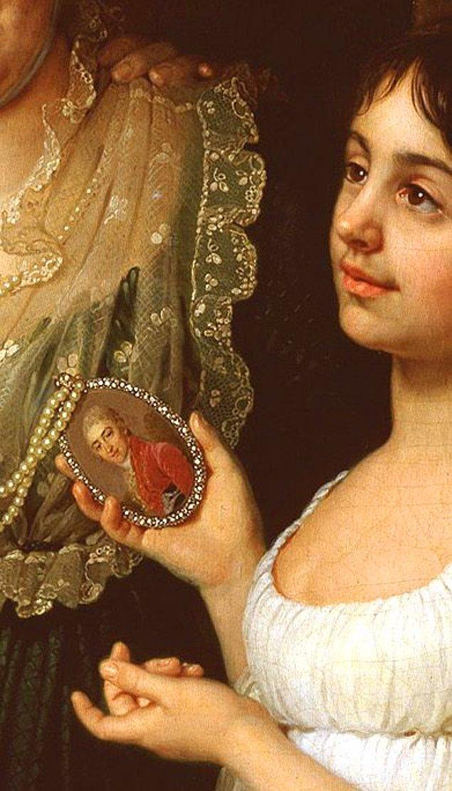 10. Allah Allah, kadın resmen uşak tutmuş broşu taşısın diye, bu ne bohemlik be!?