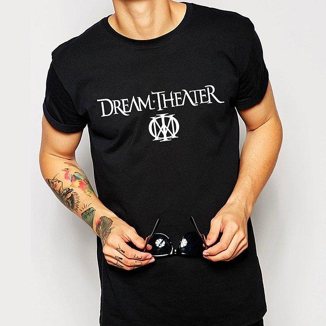 13. Görüşmede Dream Theater tişörtü giymek.