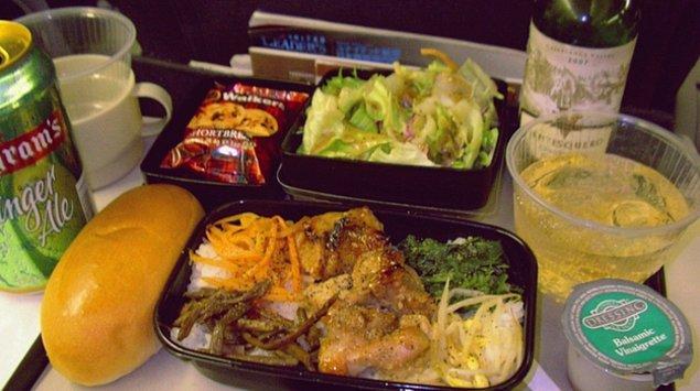 8. United Hava Yolları'nda ekonomi sınıfı yemek:
