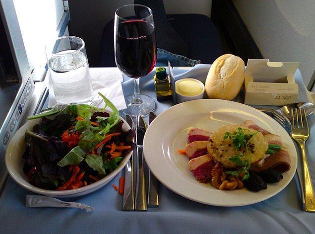 Bu da aynı hava yolunda yiyebileceğiniz aperitif, APERİTİF!