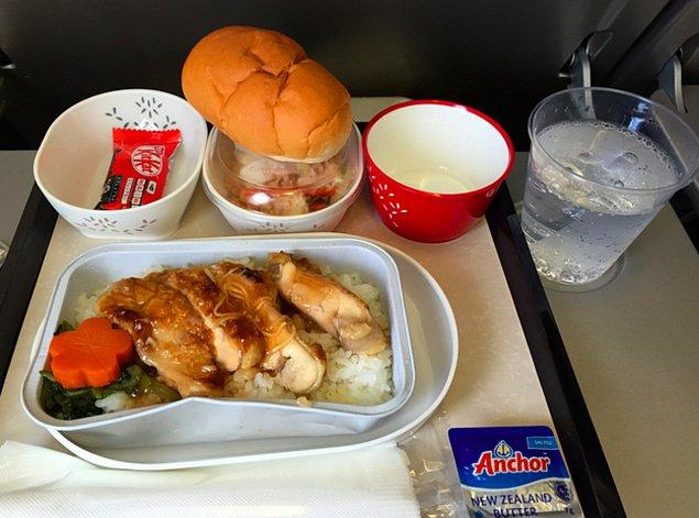 13. Cathay Pacific Hava Yolları'nda ekonomi sınıfı yemek: