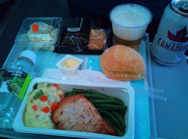 14. Air Canada'da ekonomi sınıfı yemek: