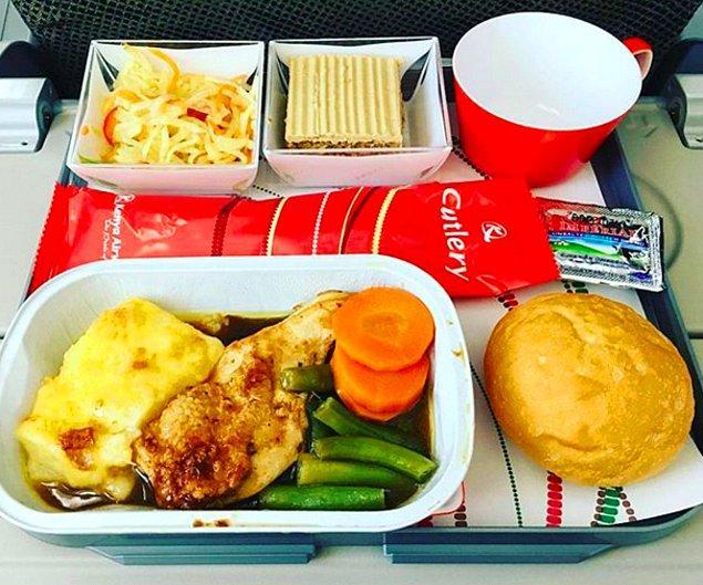 18. Kenya Hava Yolları'nda ekonomi sınıfı yemeği: