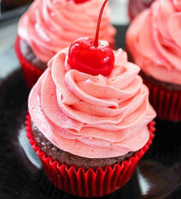 9. Vişneli Kola Cupcake