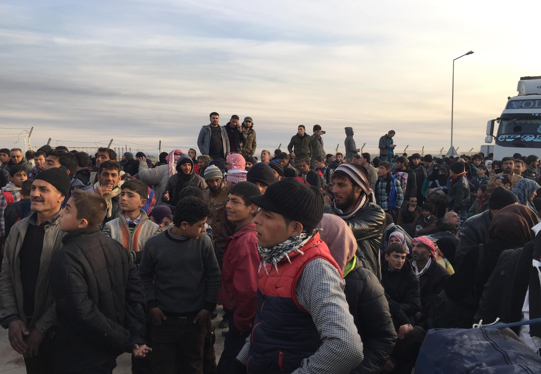 Binlerce Suriyeli Türkiye sınırına dayandı !