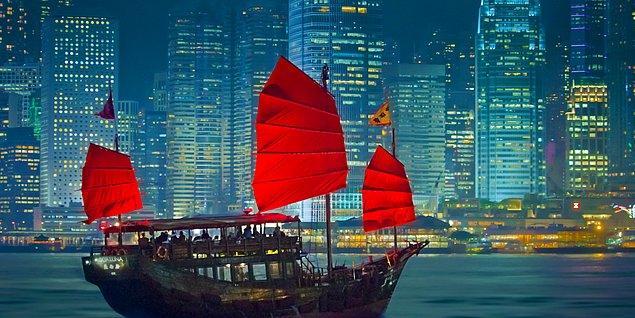 5. Bir turizm filminde Hong Kong'u tanıtırken tabii ki böyle bir kareye yer verilir.