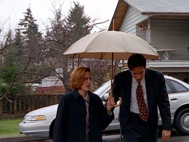 Или идешь с невысокой подругой, и она не хочет отдавать зонтик: