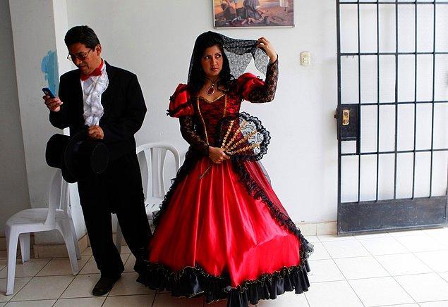 13. Lima, Peru'da bir gelin.