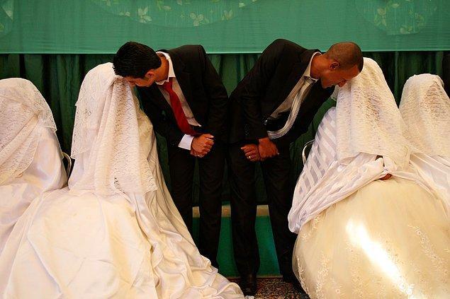 14. Batı kültürünün etkisiyle beyaz gelinlik giyen Ürdünlü gelinler.