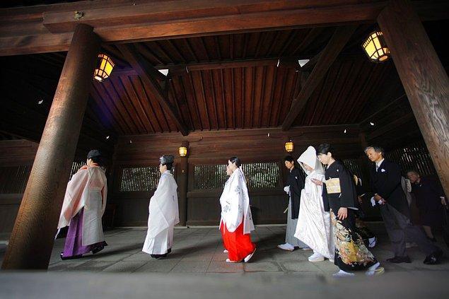 17. Japon kadınlarının geleneksel gelinliği.