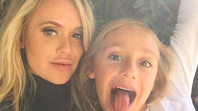 May ilk olarak, kızı Mia'nın eğitim masraflarını karşılamak amacıyla katıldığı GoFundMe internet sayfasıyla gündeme gelmişti.