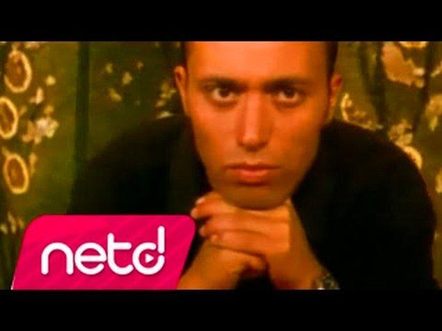 Kendisini geçtiğimiz yıllarda Mustafa Sandal'ın 'Jest Oldu' şarkısıyla tanımıştık.